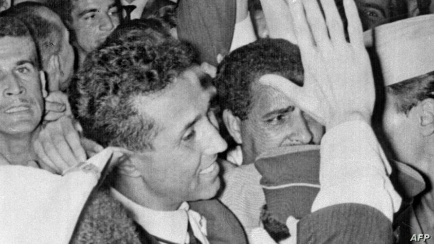 الرئيس الجزائري الراحل أحمد بن بلة في استقبال عقب إعلان الاستقلال