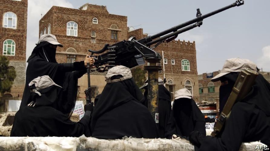 يمنيات مناصرات للحوثيين خلال عرض عسكري في صنعاء (أرشيف)