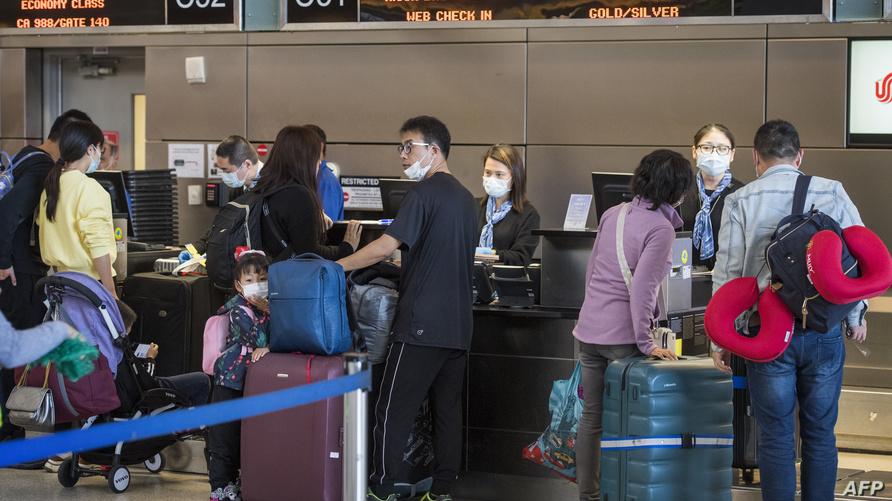 الآلاف يغادرون الصين بسبب كورونا