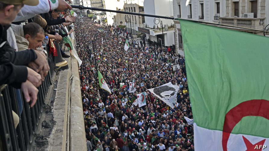 حشد ضخم في الجزائر العاصمة في الجمعة الأخيرة قبيل الانتخابات الرئاسية.