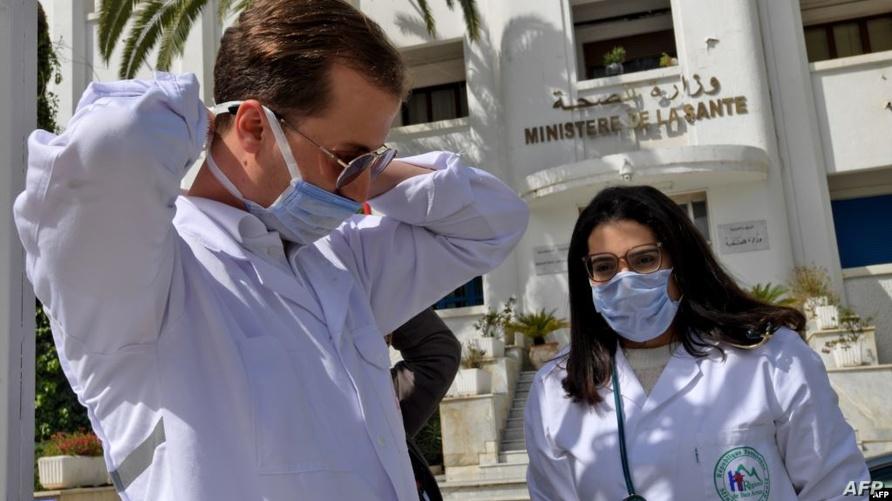 عاملون في قطاع الصحة في تونس