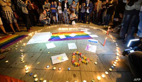 """وقفة تضامنية بالرباط مع ضحايا اعتداء 'أورلاندو"""" الذي استهدف علبة ليلية للمثليين بأميركا (أرشيف)"""
