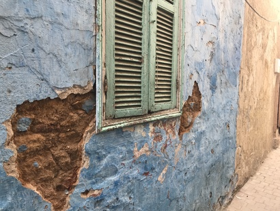 تهالك الجدران الخارجية للمنازل