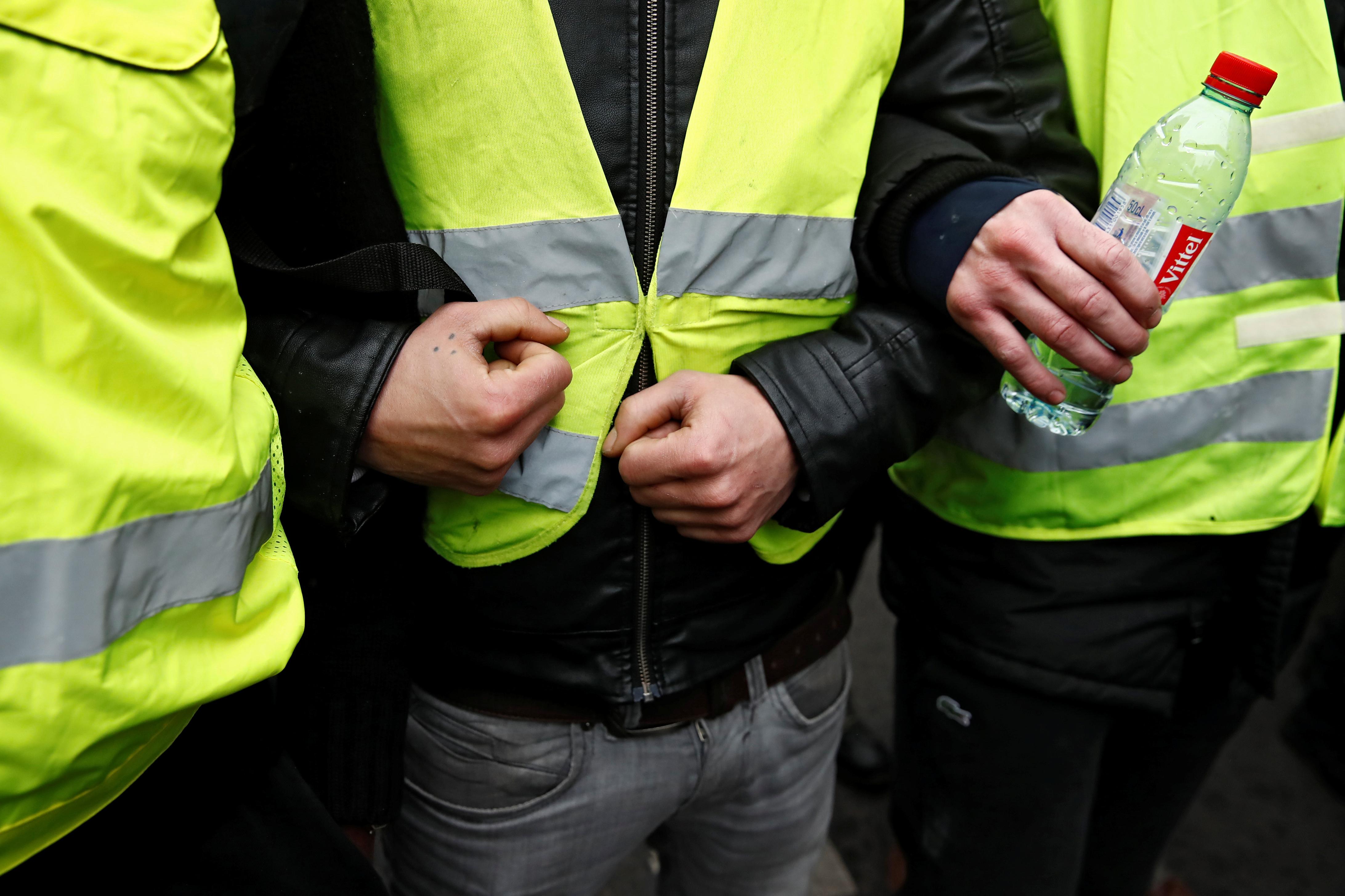 متظاهرون في مواجهة الشرطة