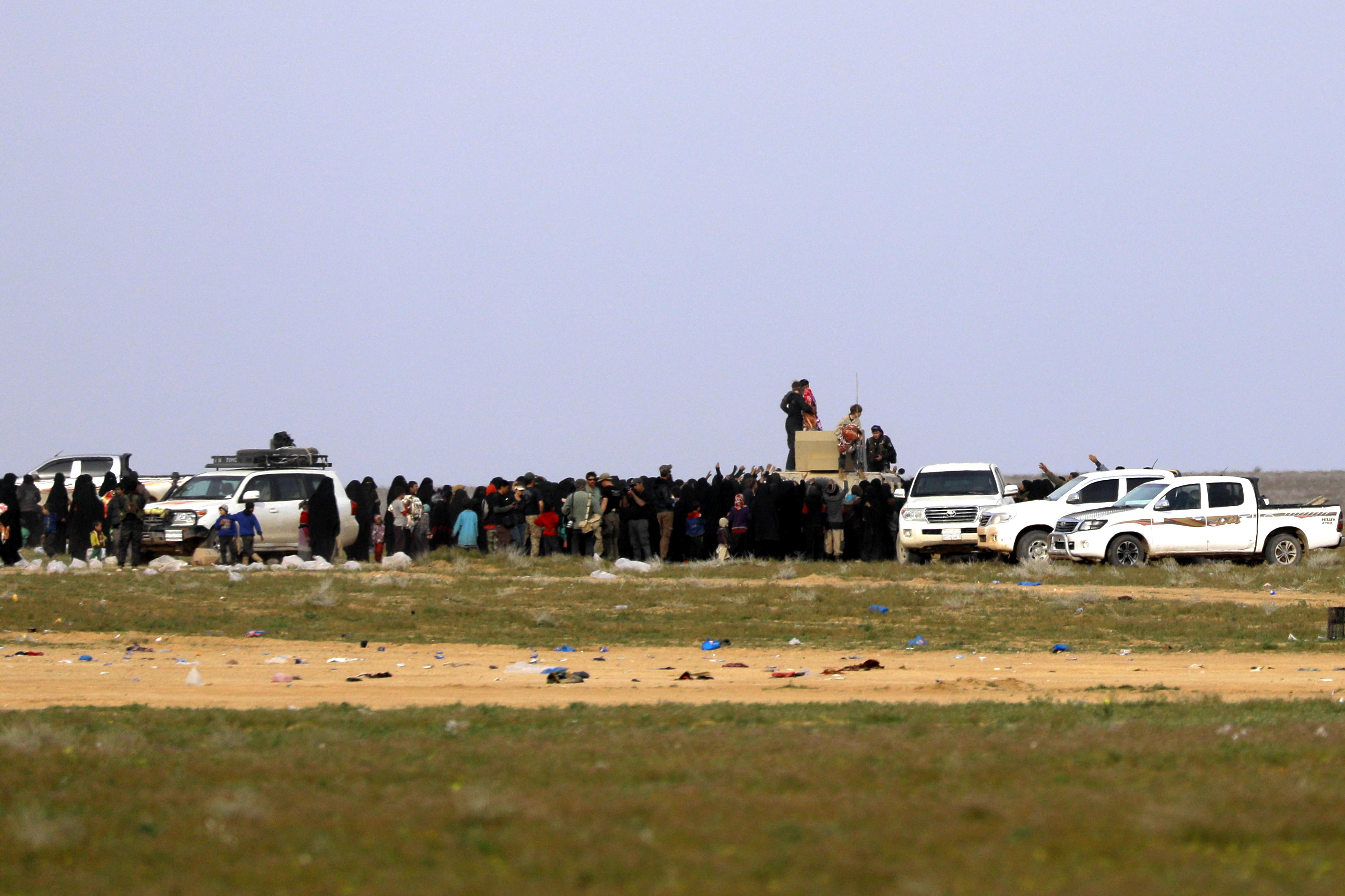 عمليات إجلاء مدنيين فارين من باغوز