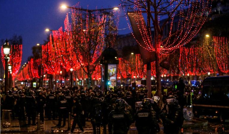 مواجهات مستمرة بين قوات مكافحة الشغب ومحتجين في العاصمة الفرنسية