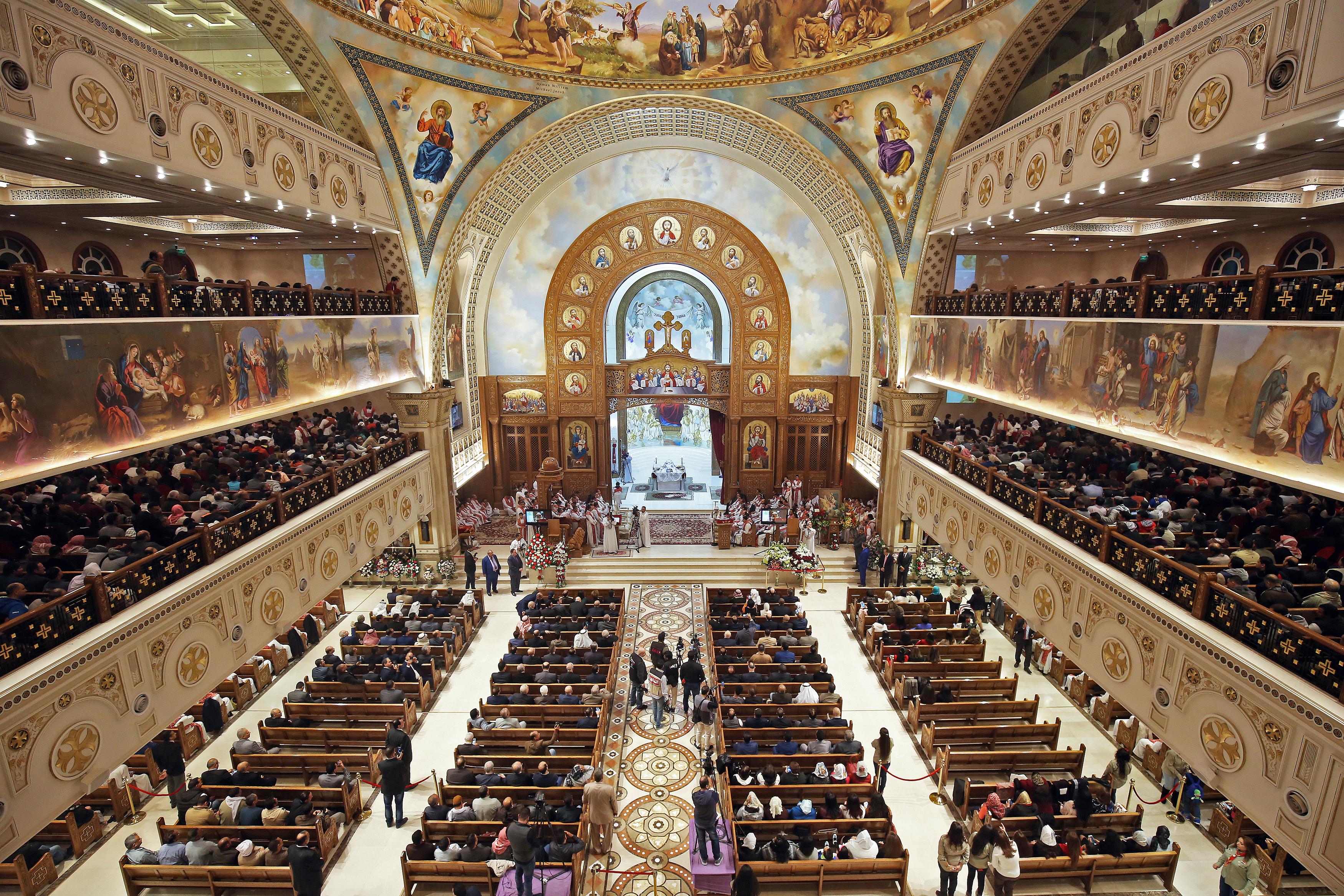 مصريون مسيحيون في كنيسة كويتية