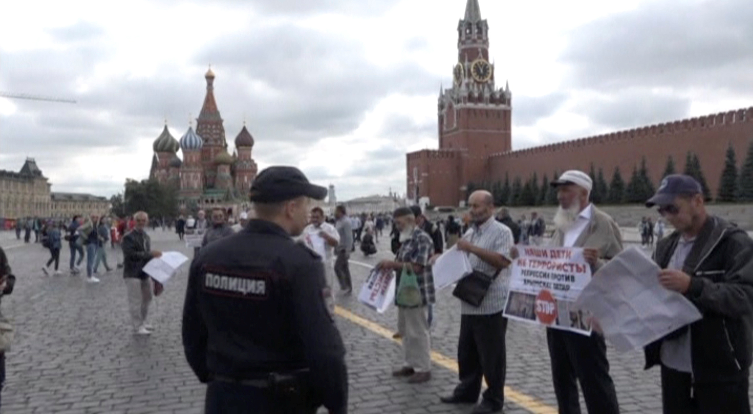 التظاهرة تأتي عشية جلسة للمحكمة في موسكو للنظر في إدانة أربعة من تتار القرم بالتخطيط للقيام بانتفاضة
