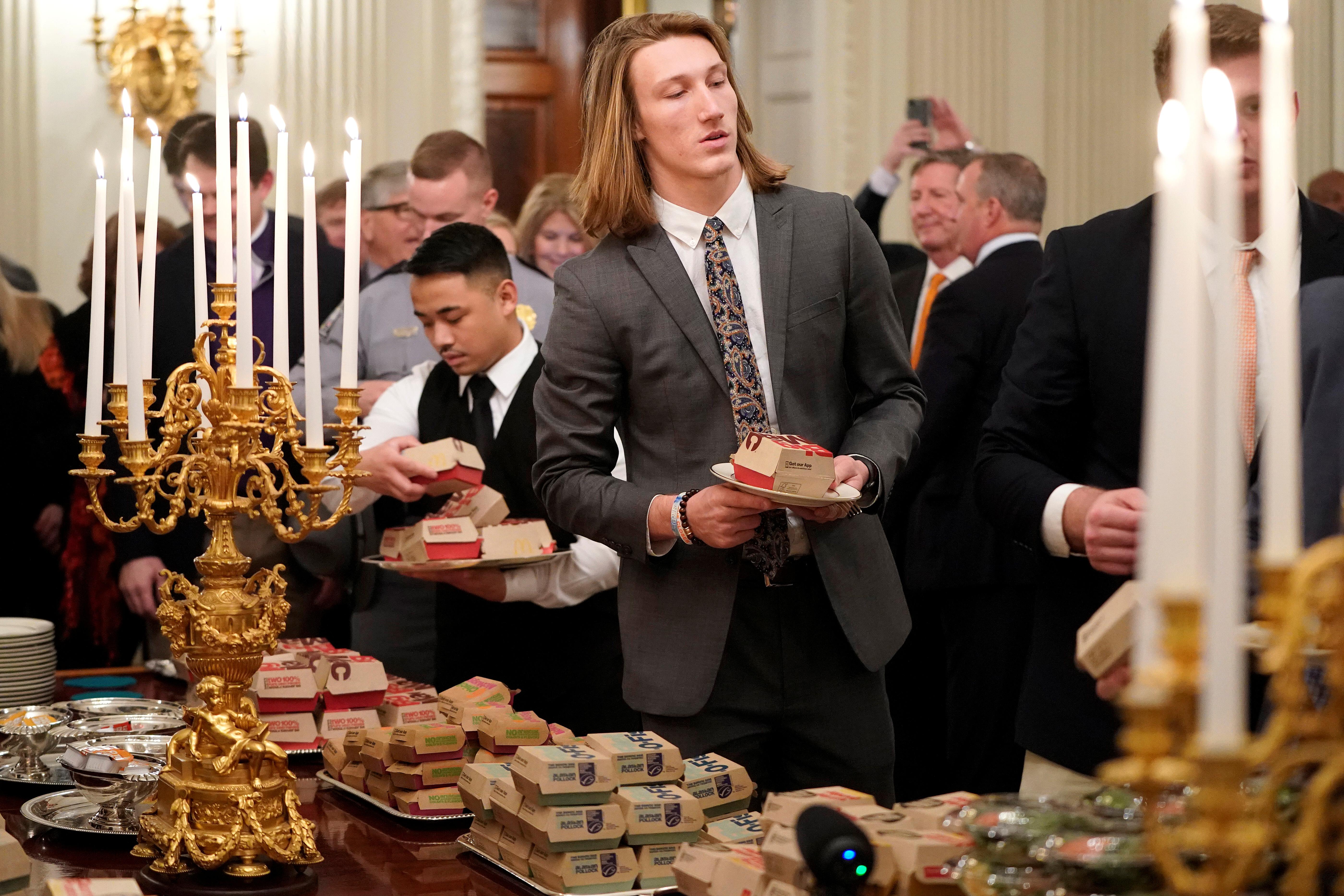لاعبو فريق جامعة كليمسن في البيت الأبيض