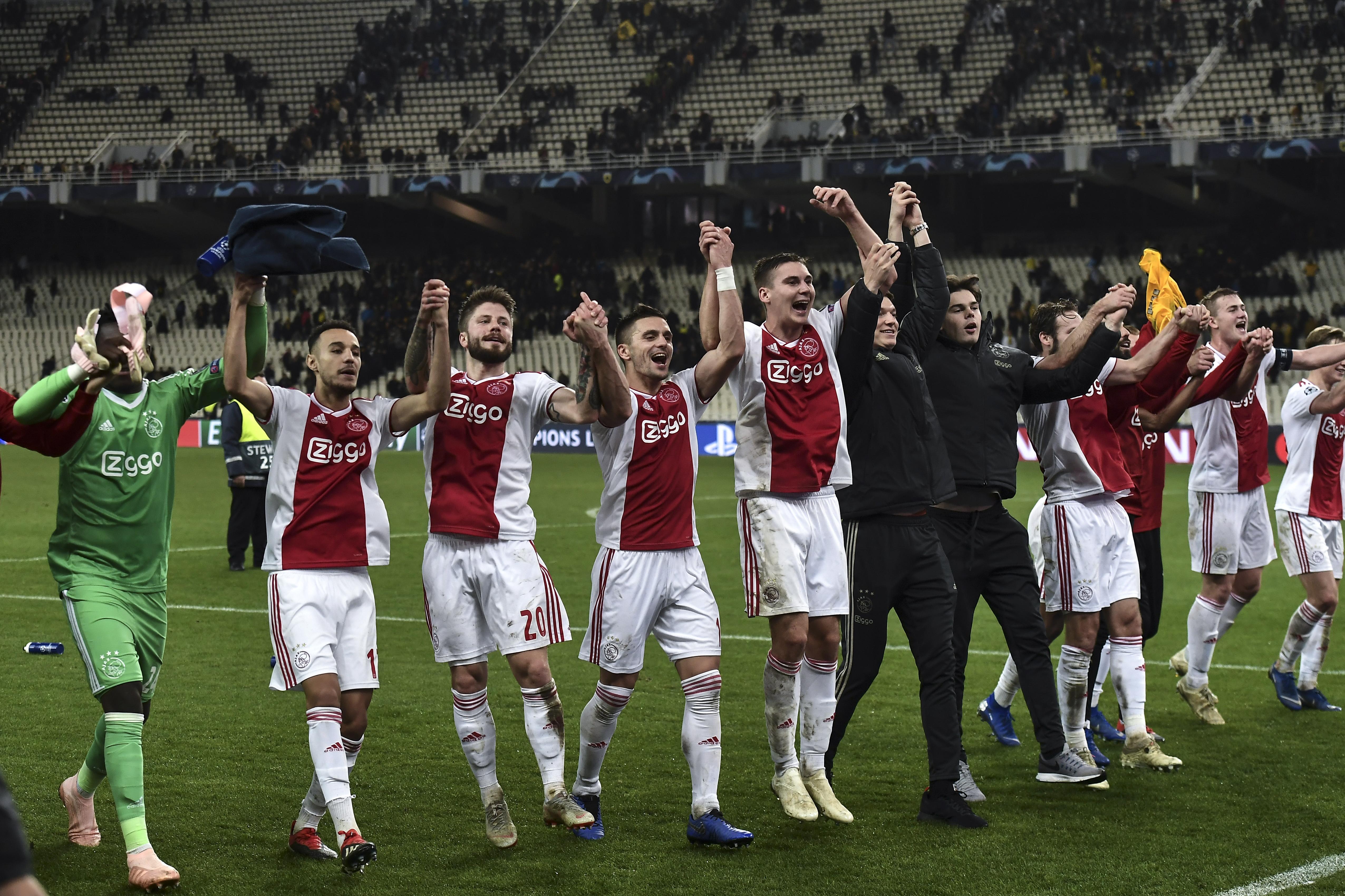 أياكس امستردام الهولندي يحتفل بالتأهل
