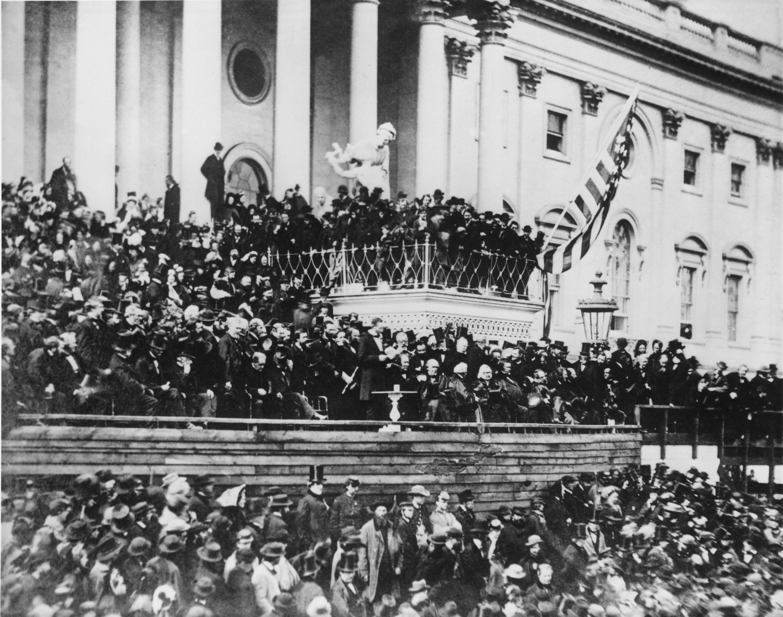 الرئيس أبراهام لينكولن يلقي خطاب التنصيب الثاني في واشنطن عام 1865