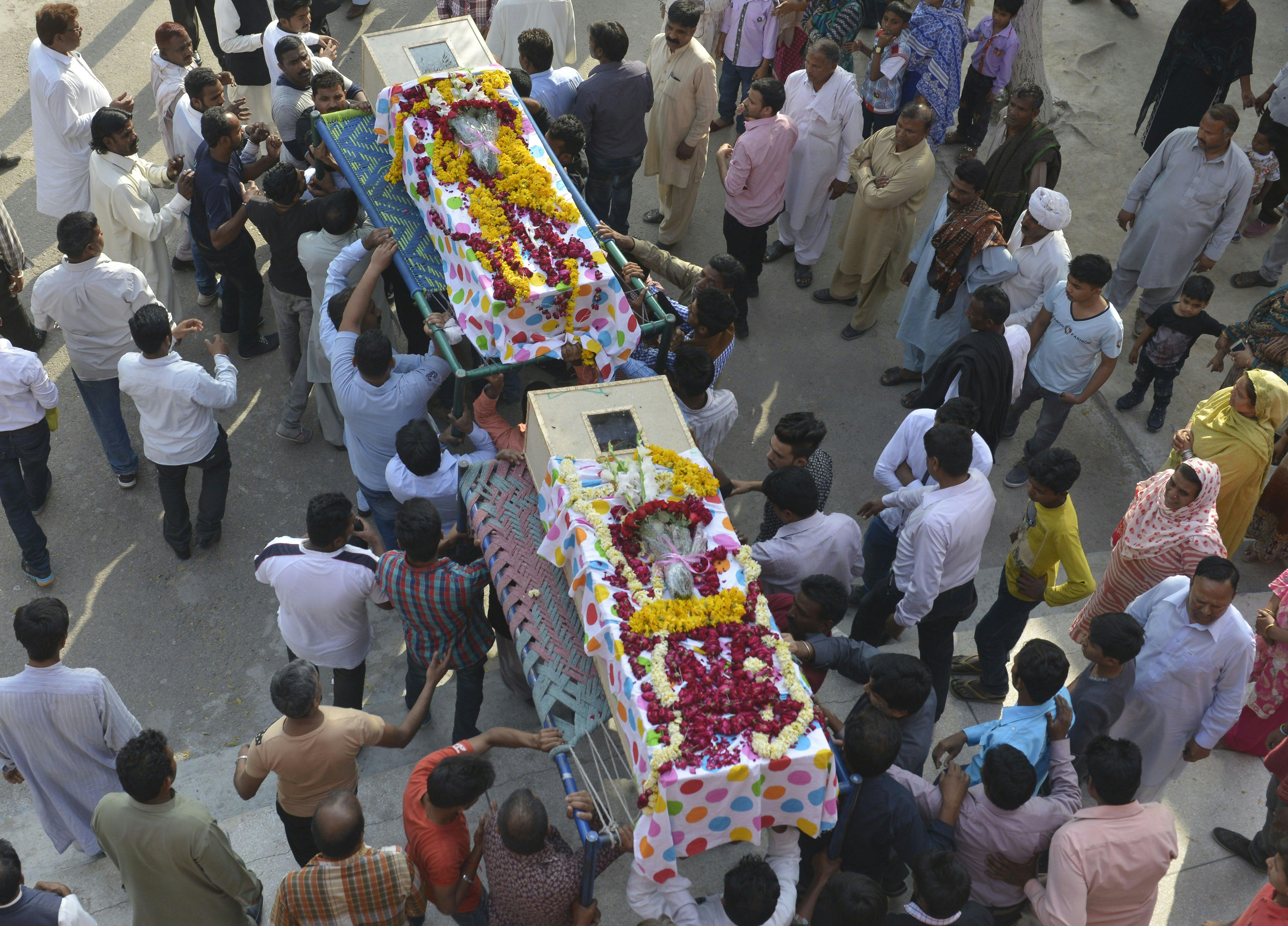 تشييع ضحايا الهجوم على تجمع المسيحيين في بكاستان - 2016