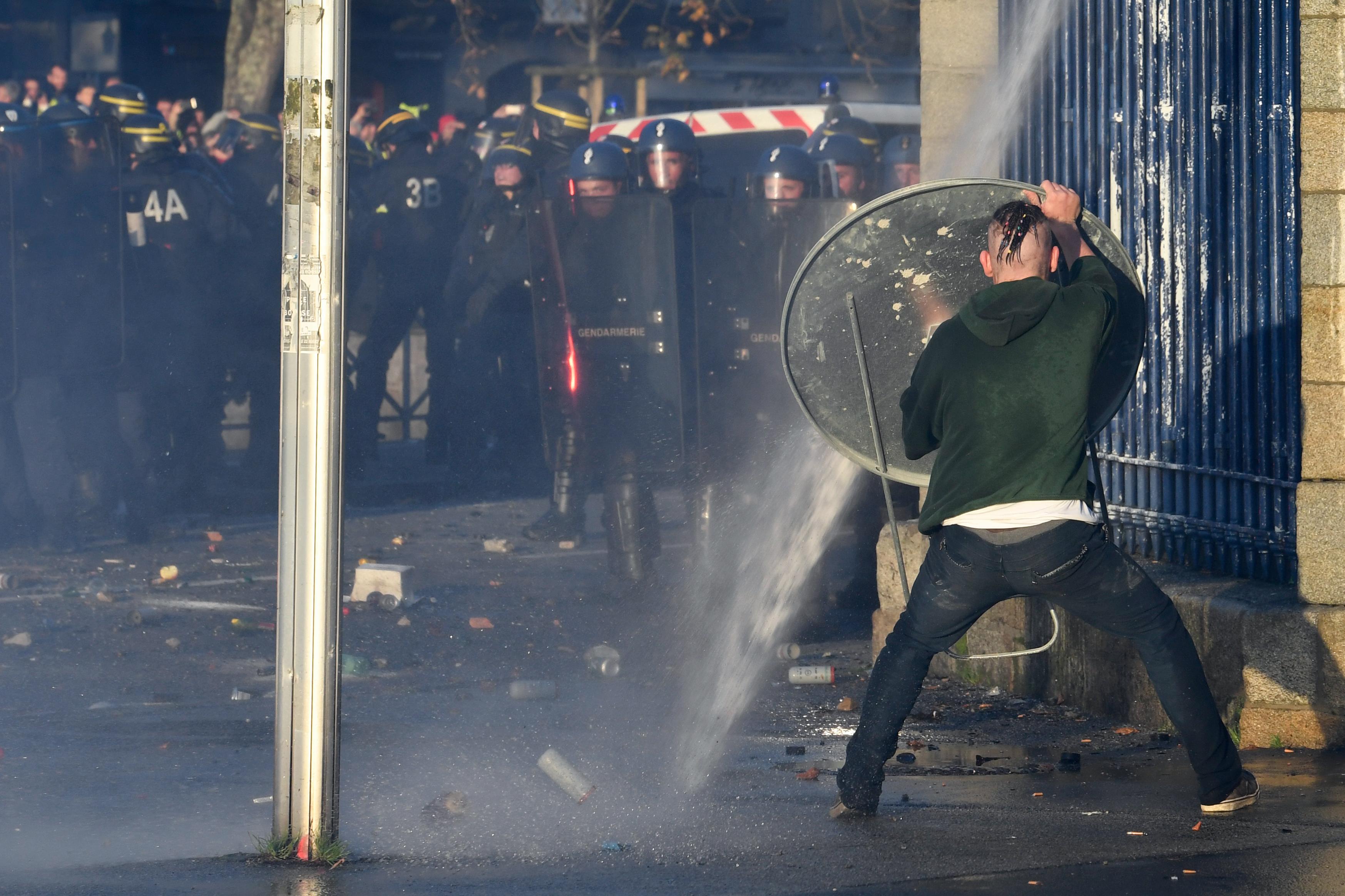 جانب من الاحتجاجات التي اجتاحت فرنسا