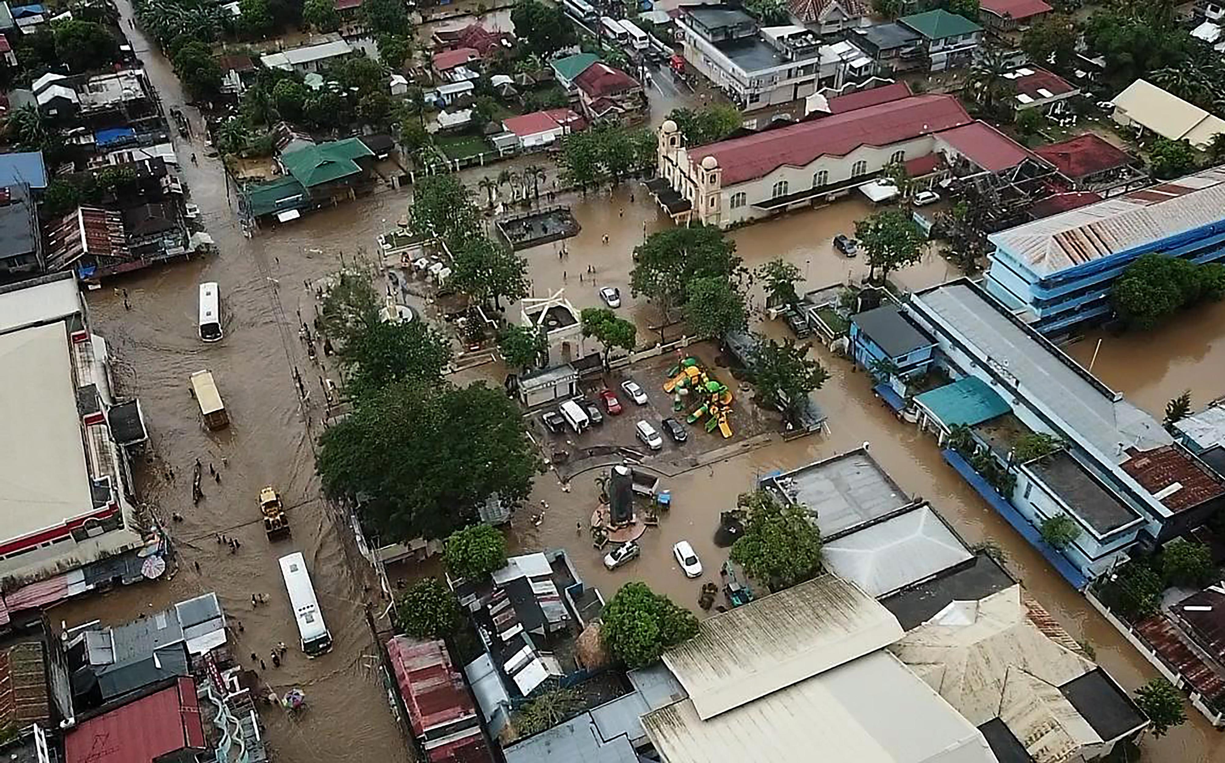 مشهد عام لما تسببت به الفيضانات