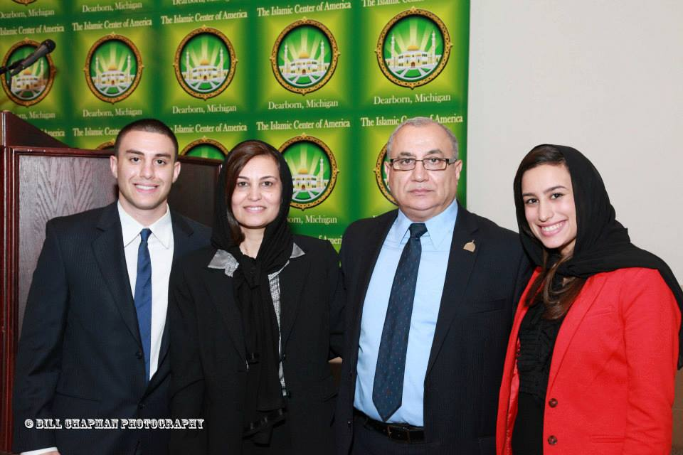 عائلة دكروب في مناسبة اجتماعية في المركز الإسلامي في أميركا