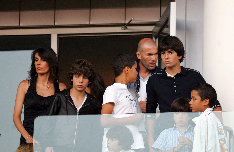 زين الدين زيدان مع زوجته وأولاده