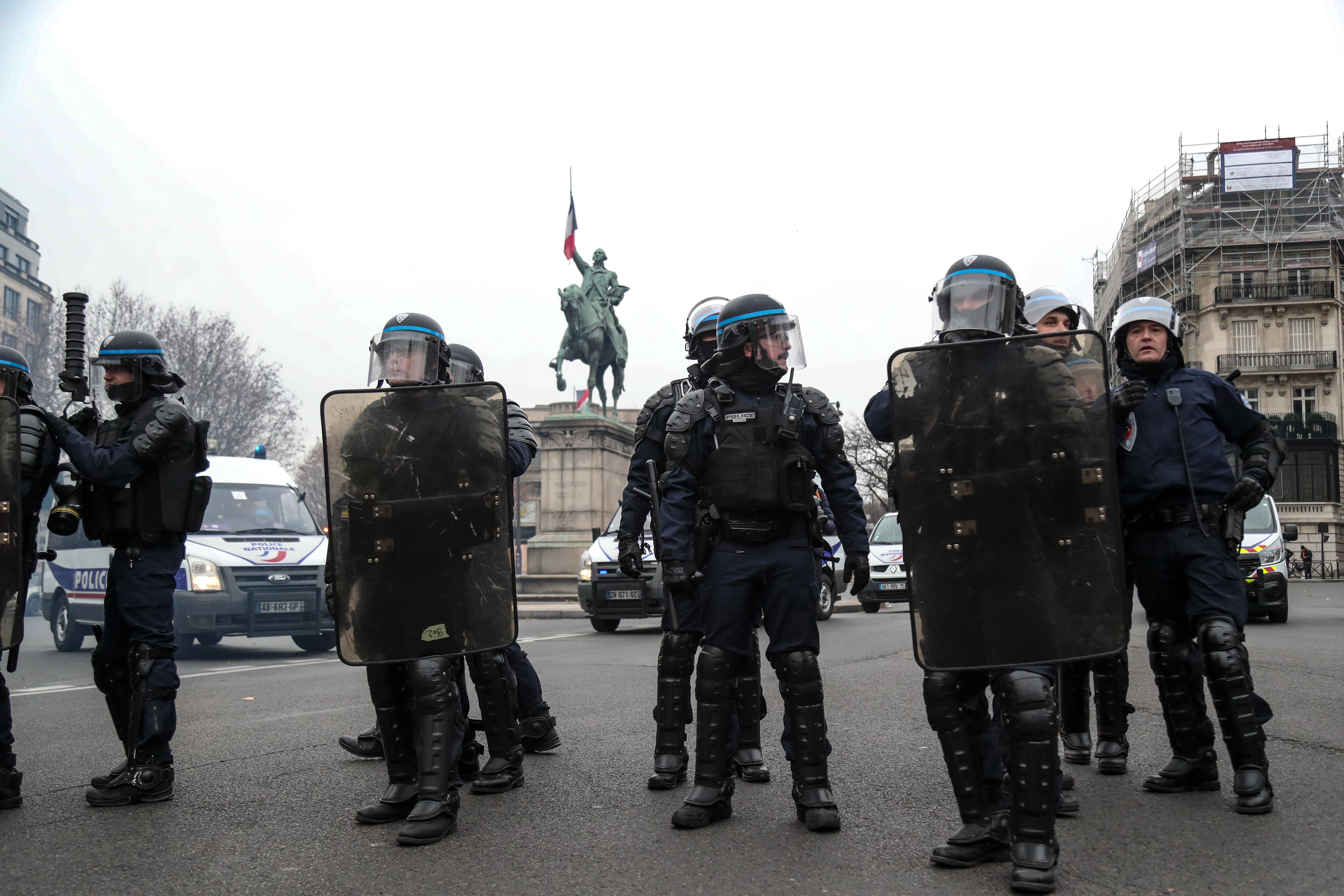 الشرطة الفرنسية انتشرت في المواقع الحيوية