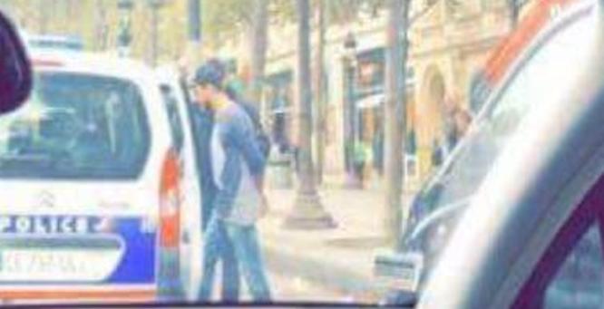 صورة تداولها ناشطون على موقع تويتر قالوا إنها للمطرب سعد لمجرد لحظة اعتقاله بفرنسا ( ولا يتسنى لموقع الحرة التأكد من صحة ما ينشر على مواقع التواصل الاجتماعي).