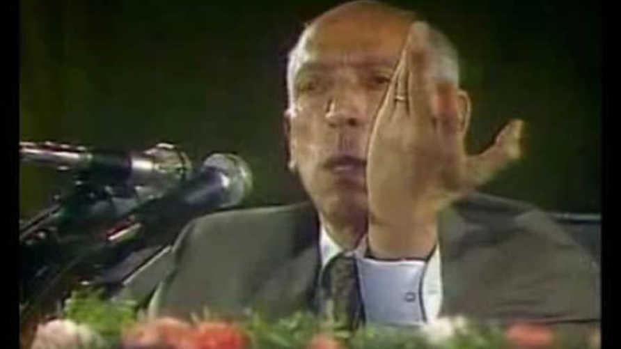 الرئيس الراحل محمد بوضياف دقائق قليلة قبل عملية الاغتيال بولاية عنابة