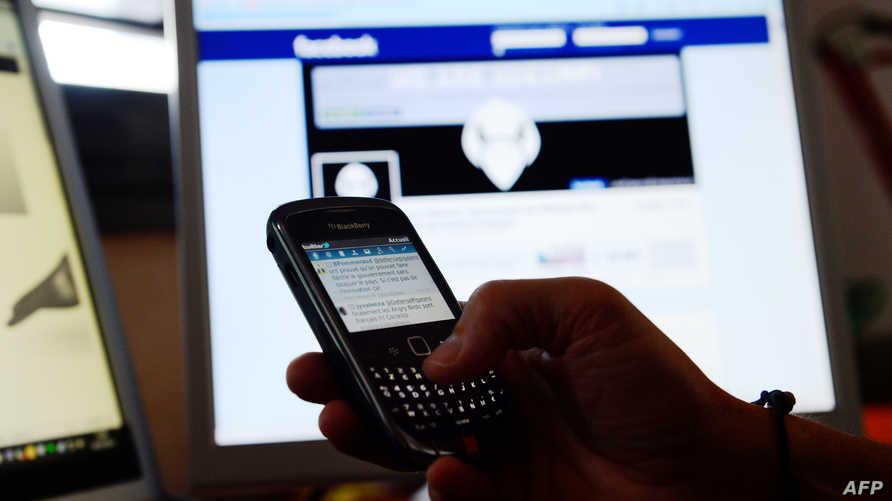 """""""فيسبوك"""" و""""تويتر"""" تخوضان غمار التجارة الإلكترونية"""