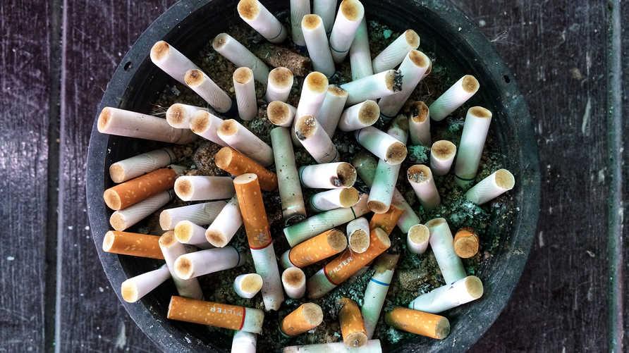 مقترح لتعديل السن القانونية لشراء السجائر