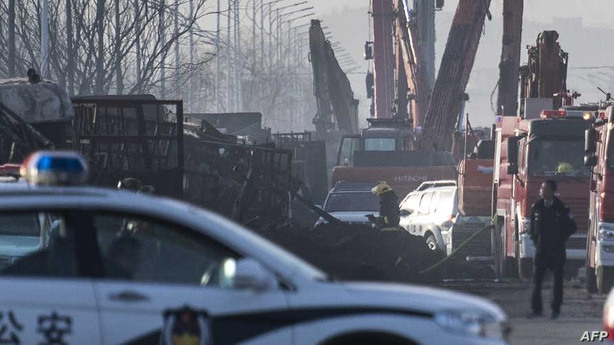 سيارات إطفاء وشرطة بالقرب من موقع الانفجار