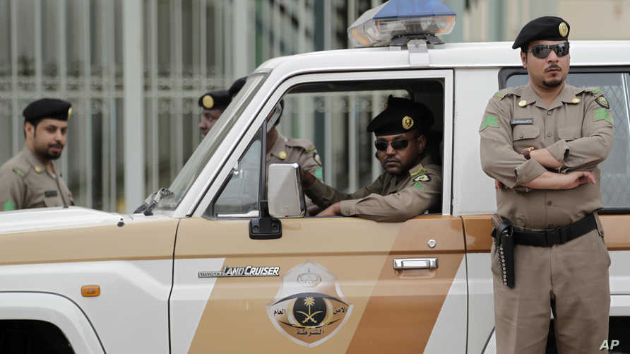 عناصر في الشرطة السعودية في الرياض - أرشيف
