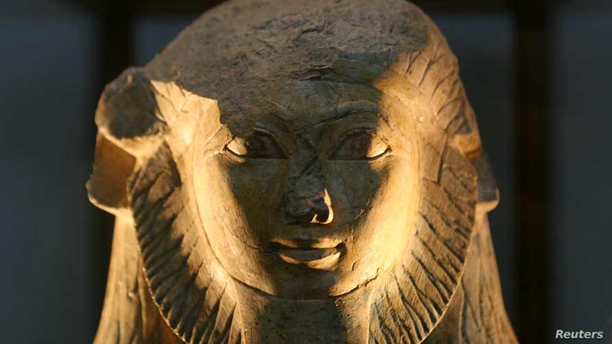 تمثال للملكة حتشبسوت في المتحف المصري في القاهرة