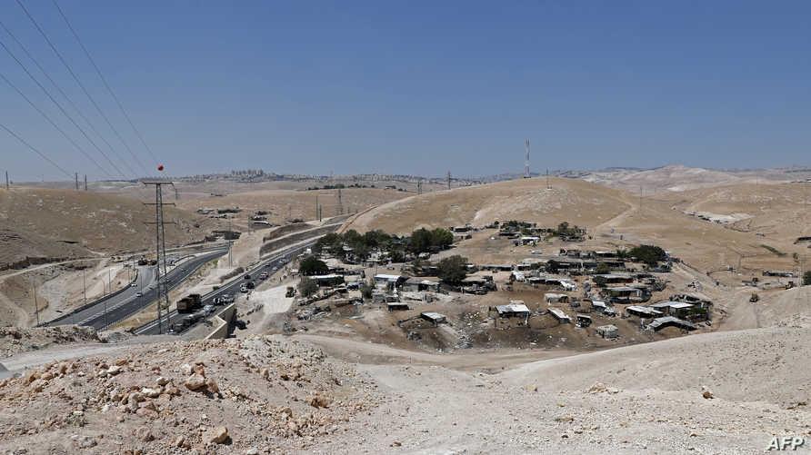 منظر عام لقرية خان الأحمر