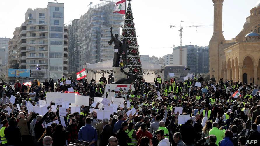 متظاهرون وسط العاصمة بيروت