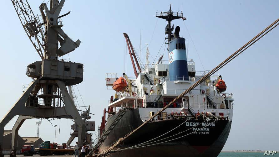 سفينة راسية في ميناء الحديدة-أرشيف