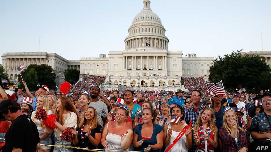 أميركيون خلال حفل موسيقي أمام الكونغرس