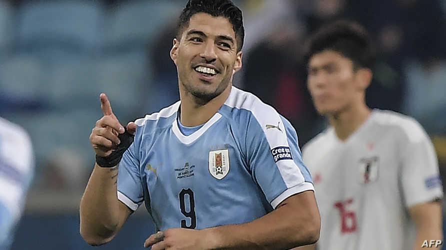 سواريز يحتفل بتسجيل هدف في مرمى اليابان