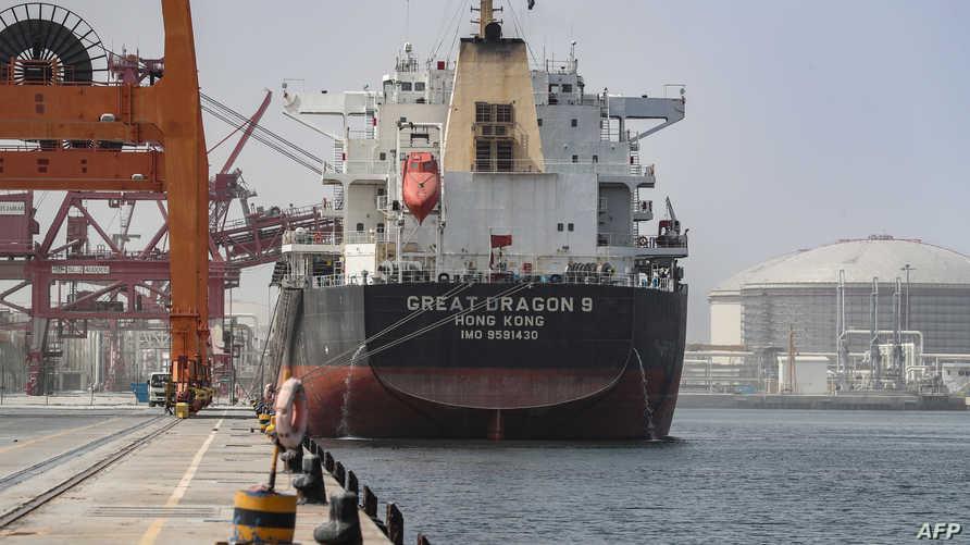 سفينة شحن في ميناء الفجيرة