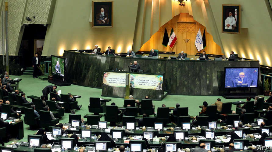 وزير الخارجية الإيراني محمد جواد ظريف خلال كلمته أمام مجلس الشورى