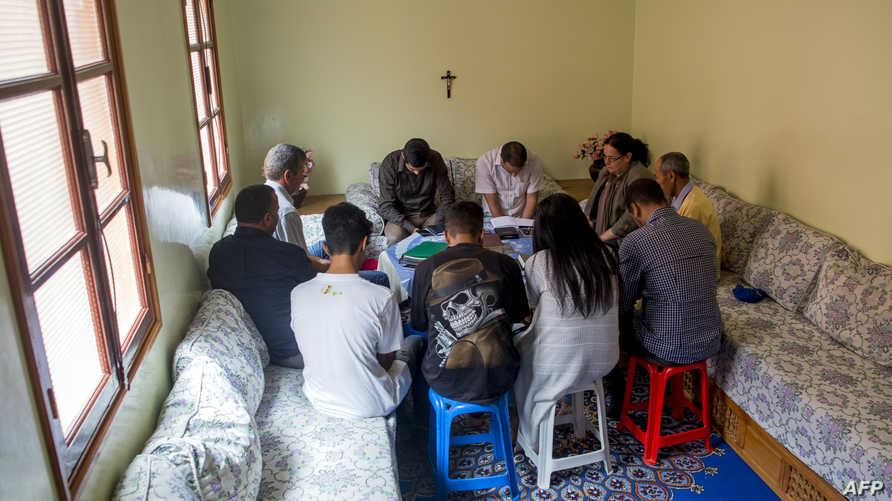 صلاة مسيحية في أحد المنازل المغربية- أرشيف