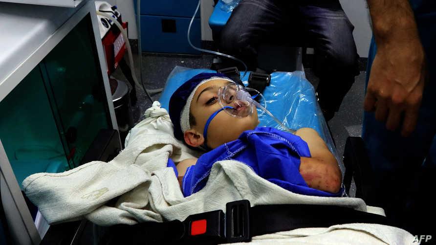 طفل أردني نقل إلى المستشفى بعدما تعرضت حافلة تقل أطفالا ومعلمين في رحلة مدرسية للجرف