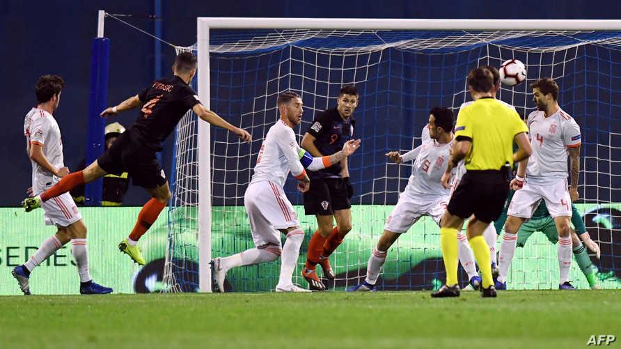 جانب من مباراة كرواتيا وإسبانيا