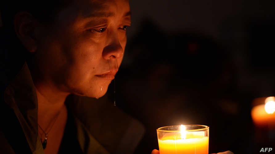قريبة لأحدالركاب الصينيين الذين كانوا على متن الطائرة المفقودة