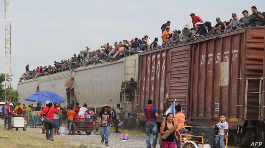مهاجرون مكسيكيون في طريق العبور نحو الولايات المتحدة