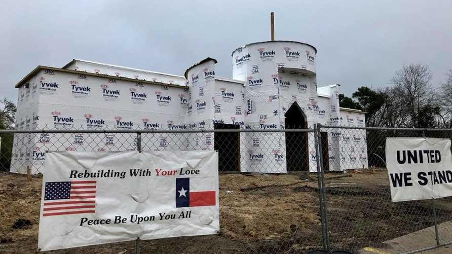 المجتمع المحلي في فيكتوريا أعاد بناء المسجد. الصورة من صفحة فيسبوك للمركز الإسلامي في فكتوريا