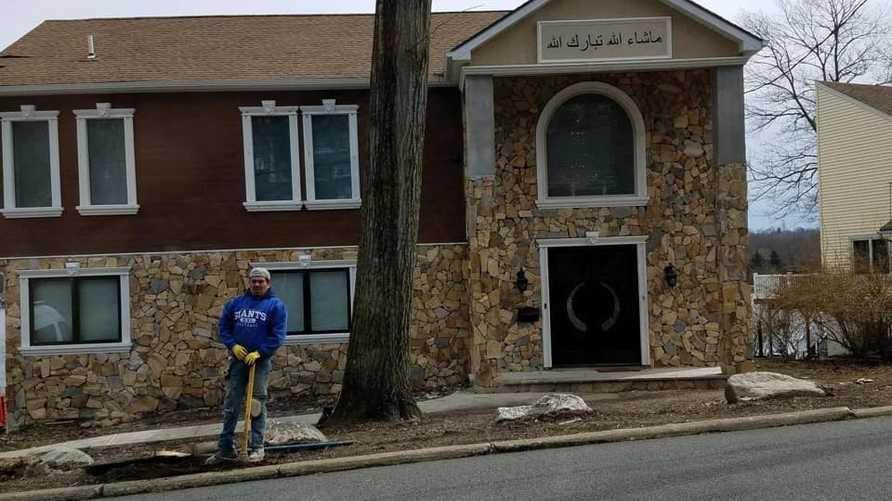 عبارة ما شاء الله تبارك الله على منزل في منطقة بحيرة باكاناك في ولاية نيوجيرسي الأميركية