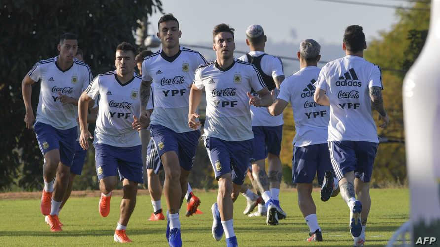 مران لاعبي المنتخب الأرجنتيني استعدادا للقاء البرازيل في كوبا أميركا