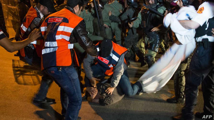 صدامات بين الشرطة  المغربية ومتظاهرين في الحسيمة - أرشيف