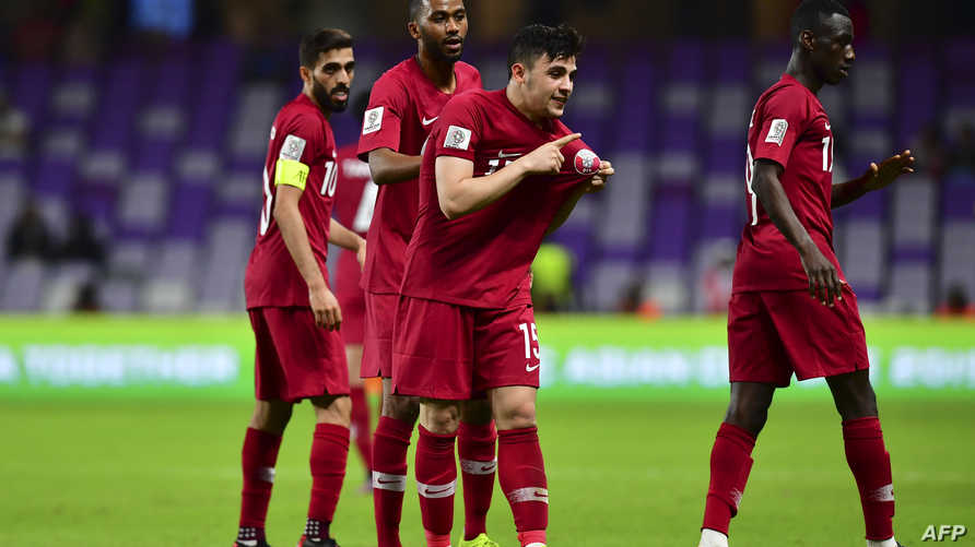 لاعبو منتخب قطر يحتفلون بهدف في مرمى لبنان
