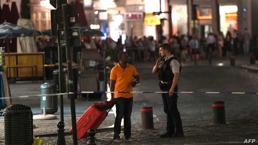 شرطى خارج محطة القطارات المركزية في بروكسل