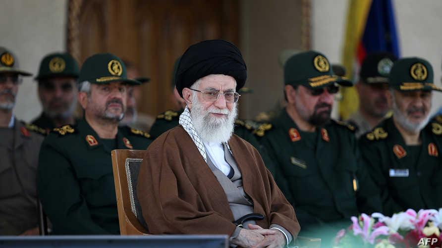 المرشد الأعلى للجمهورية الإسلامية علي خامنئي خلال حفل تخرج لطلاب أقيم في جامعة الإمام الحسين