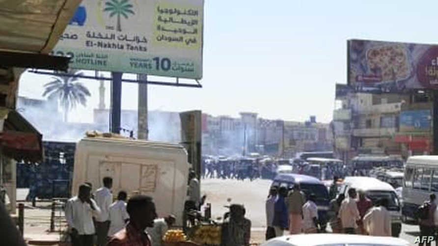 جانب من الاحتجاجات في أم درمان والتي أطلقت خلالها قوات الأمن الغاز المسيل للدموع