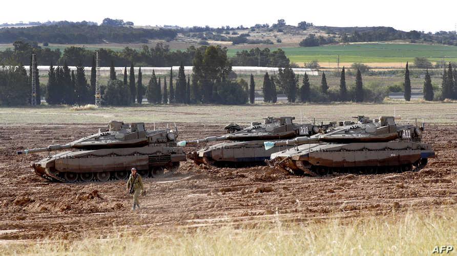 دبابات إسرائيلية على حدود غزة