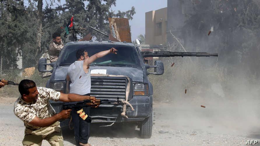 قوات تابعة لحكومة الوفاق خلال اشتباك قرب طرابلس مع قوات الجيش الوطني الليبي بقيادة المشير خليفة حفتر